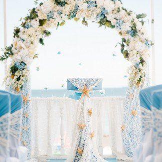 Оформление свадебной арки в небесно-голубых тонах