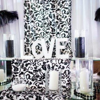 свадебное украшение зала Одесса в чб стиле